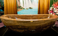 The-First-Luxury-Bathtub-Made-of-Healing-Gemstones-1.74M-1