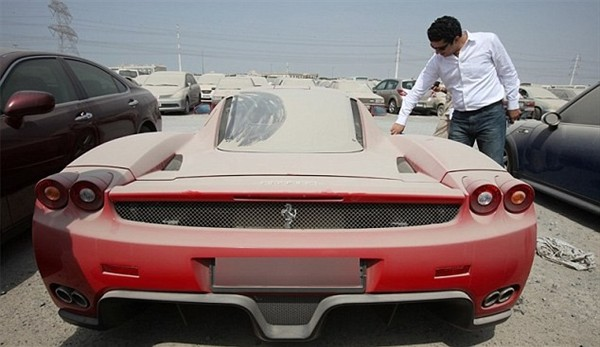 takers-abandoned-ferrari-enzo-in-dubai-up-for-auction