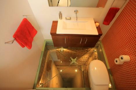 Glass-Floored-Bathroom1