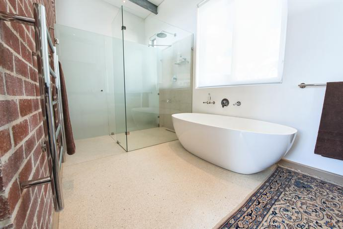 Bathroom-1-Day-Light