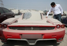 Abandoned Ferrari Enzo found in Dubai