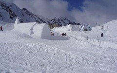 ice-hotel--balea-lake--carpathian-mountains-2011-2012_2375