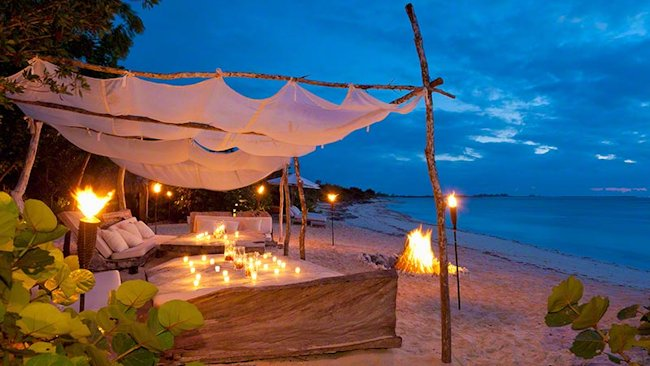 Parrot-Cay-beach-night